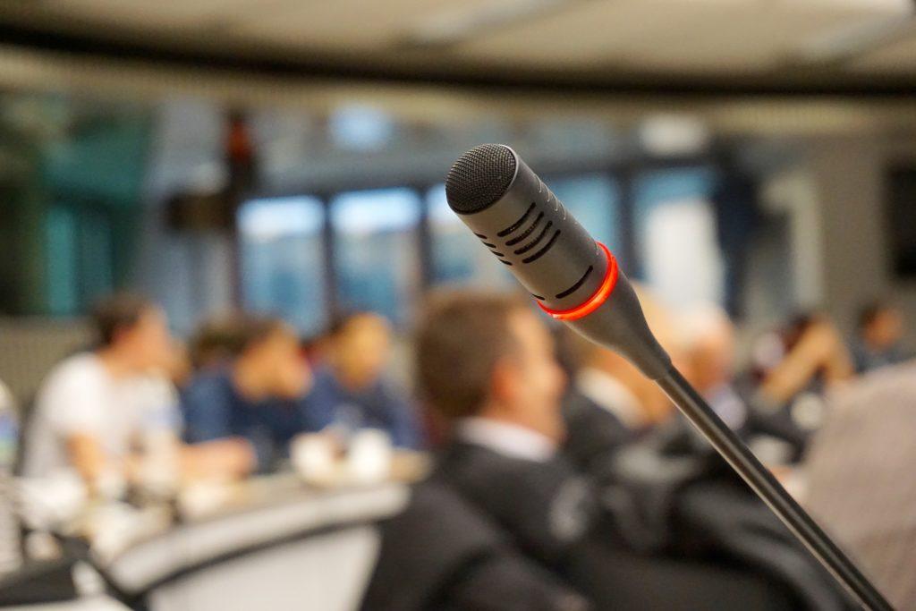 Como aprender a hablar en público